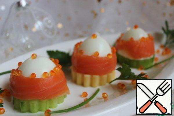 Our halves are placed on a plate of cheese and cucumber, decorated with red caviar. In the middle of the egg, make a small incision for the eggs. Put to cool and serve to the table.