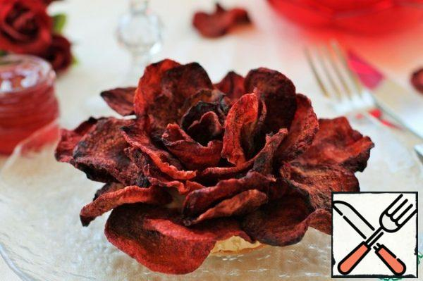You can use any cheese. If the cheese is hard, then it is necessary to cut it into squares in advance and combine it so that it is possible to lay out the petals in the form of a rose.