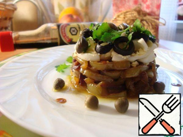 On the pepper with onions, we spread quail eggs, on the eggs-olives, sprinkle with parsley, remove the ring (it is cut on the side, easily removed) and put capers on top. Decorate the plate with a sprig of parsley, capers and drops of soy sauce.