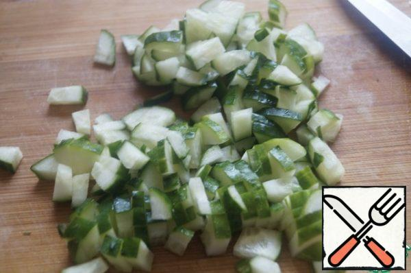 Cucumbers finely chop, leave a little for decoration. Finely chop the onion.