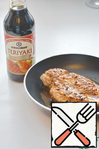 Heat the oil in a frying pan and fry the fillets on both sides (about 5 minutes on each side), season with Teriyaki sauce and cook for another 5 minutes.