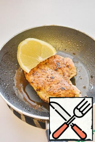 Remove from the heat and pour a generous amount of lemon juice on both sides. Cover and cool completely, then refrigerate for a couple of hours.