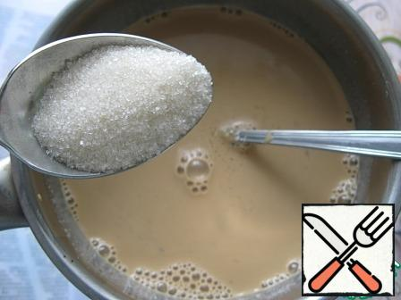 Heat the remaining 300 ml of cream a little, add coffee to them, add sugar. Adjust the sweetness to your taste. Then add the gelatin to the sweetened cream and stir.