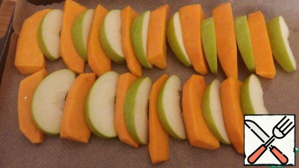 Cut the pumpkin and apples into slices, grease with vegetable oil and place on a baking sheet. Bake in the oven until tender, it took me about 20 minutes.