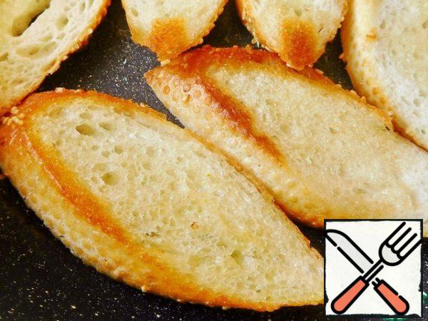 Fry the baguette in a frying pan (I added a little butter). Boil the quail eggs.