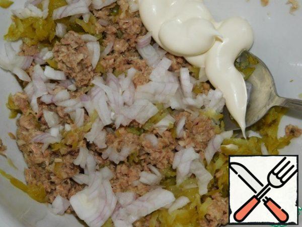 Add finely chopped onion, dill and mayonnaise. Mix it up.