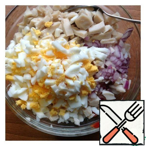 Chop the onion very finely and add it to the salad. Drain the excess liquid from the squid and cut into a small cube, just like the eggs. Mix the salad. You can serve the salad in a common salad bowl, or you can serve it in portioned cremans or, alternatively, in small buns.