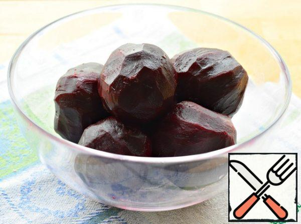 Prepare beets in a convenient way for you: bake in the oven or boil. (the weight of already boiled and peeled vegetables is given) .