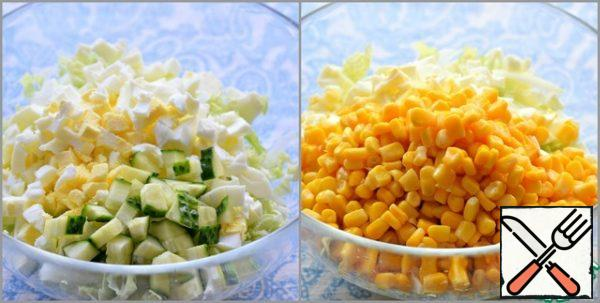 Chop the Peking cabbage. Place in a large salad bowl. Add chopped eggs to the cabbage...