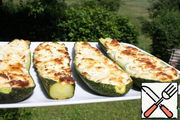Our zucchini with cheese is ready! You can serve them yourself, or as a snack.