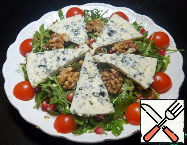 Salad with Arugula and Blue Cheese Recipe