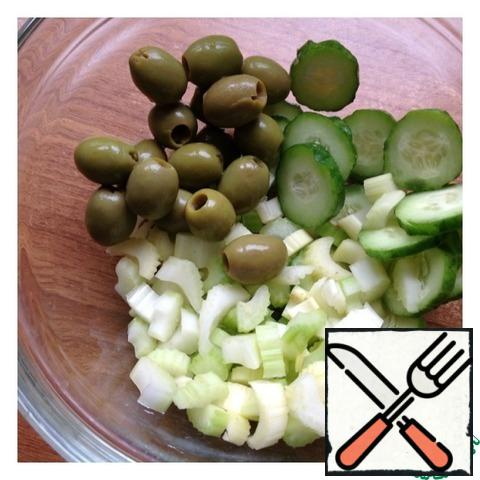 Cut cucumber into thin rings, celery into small cubes. Add the olives.