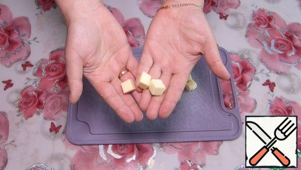 Cut the cheese into small cubes, about 5 mm.