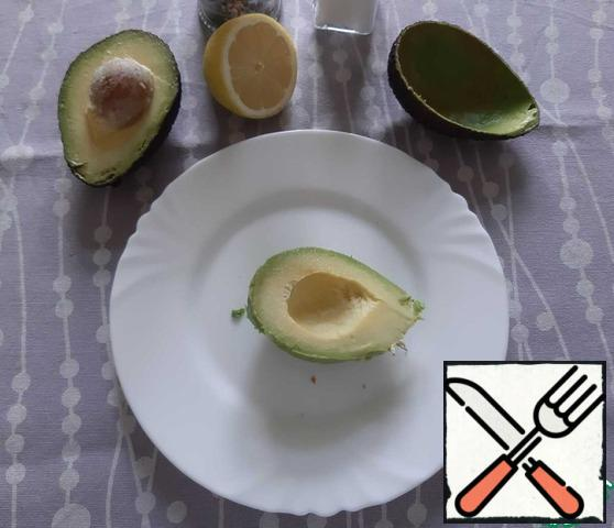 Remove the avocado with a tablespoon.