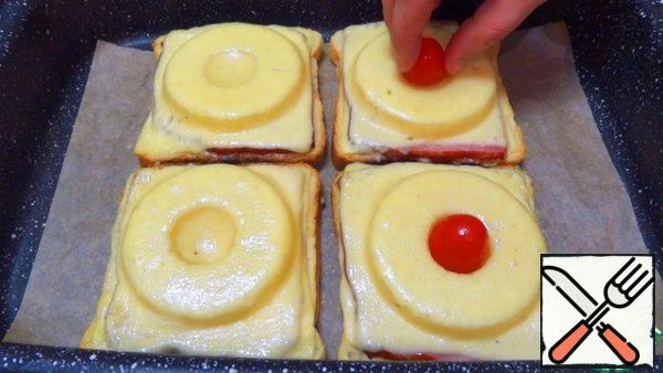 In the center of the finished hot sandwiches, I insert halves of cherry tomatoes (you can replace them with grapes, olives). If desired, we additionally decorate with any greens!