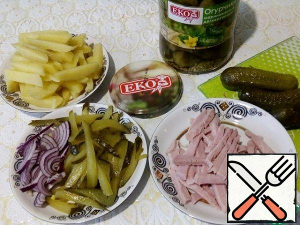 "Boil the potatoes in the ""uniform"" in advance, cool, peel the skin. Cut into small cubes - potatoes, pickled cucumbers, pork and onion half-rings."