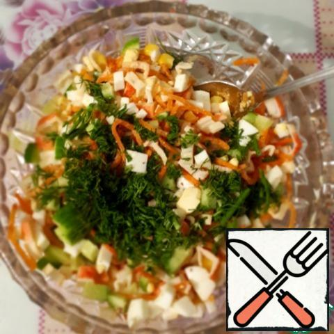 Add the chopped ingredients to the salad bowl, mix, add the canned corn and dill.