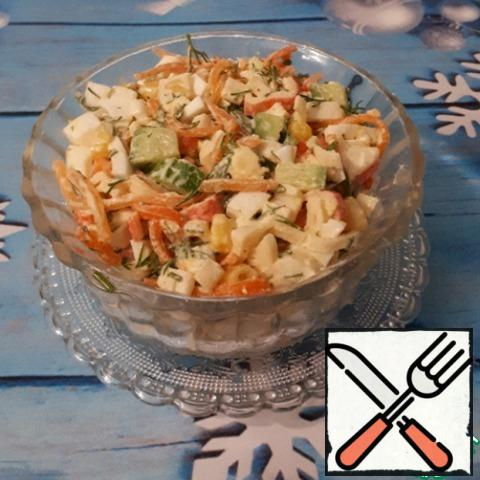 Season the salad with mayonnaise or sour cream to your taste. I usually fill it in half with sour cream and mayonnaise.