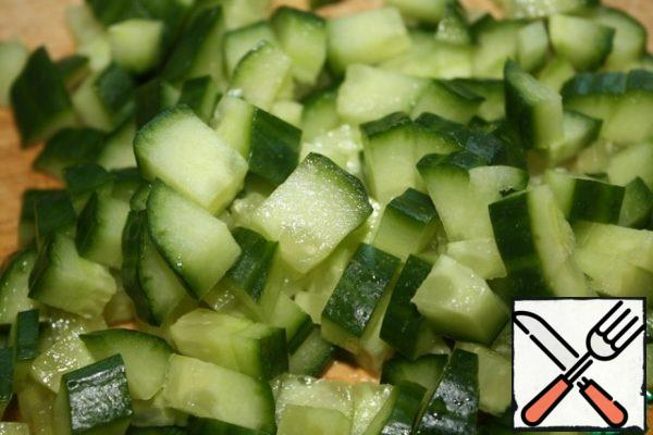 Cut the cucumber into small cubes.