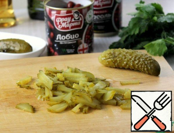 Cut the pickles.