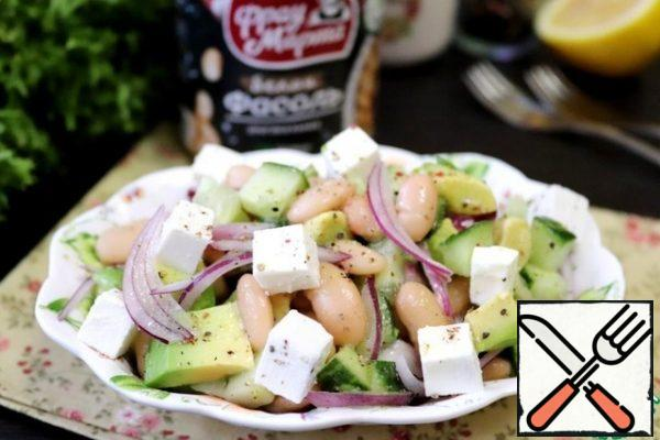 When serving, sprinkle the salad with cheese cubes. The salad is ready.