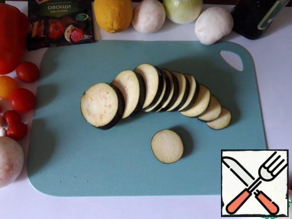 Cut the eggplant like a zucchini