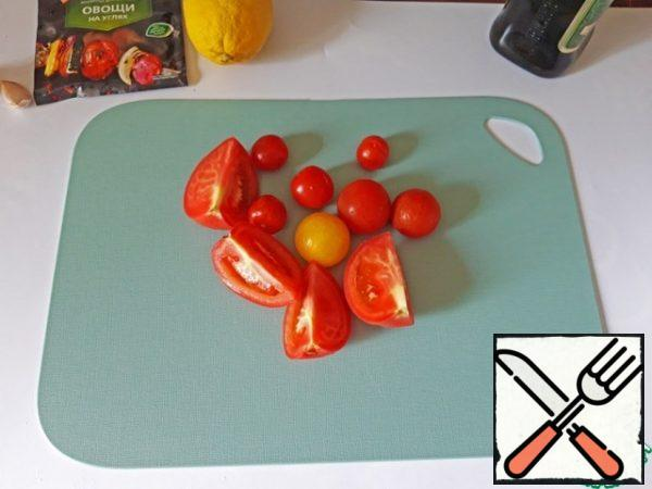 Cut the tomato into 4 pieces. Cherry tomatoes are simple to wash. Put all the vegetables in a saucepan.