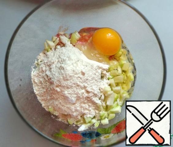 Add the egg, salt (1/4 tsp) and flour (2 tbsp). Mix well.
