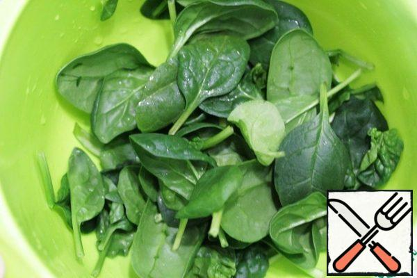 Wash the spinach.