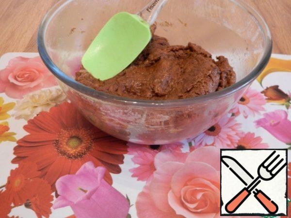 The dough is quite thick, stir it well with a spatula. And only after that add 100 ml of boiling water, stir well.