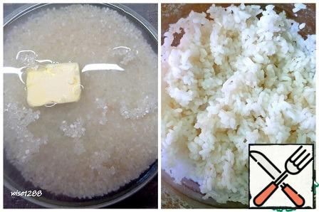 Boil the rice in a convenient way with the addition of butter.