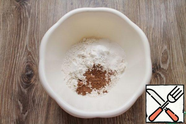 In a bowl, combine the flour, spices and baking soda. I have a special spice mix for gingerbread, you can add spices to your taste.