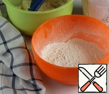 Sift the flour with baking powder and add it to the oil mixture in three steps.