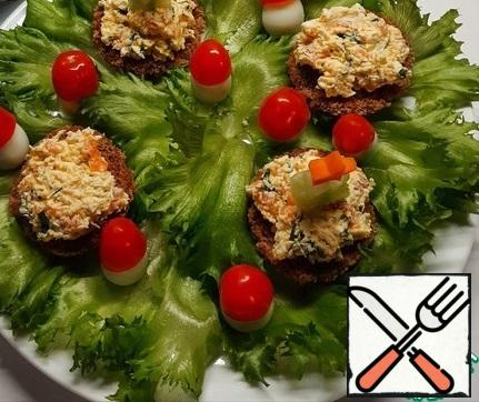 On a serving dish, put lettuce leaves, put bread circles with filling, put a Christmas tree on top. In quail boiled eggs, cut off a little bottom for stability, place on a platter, put on top of the hats of tomatoes.