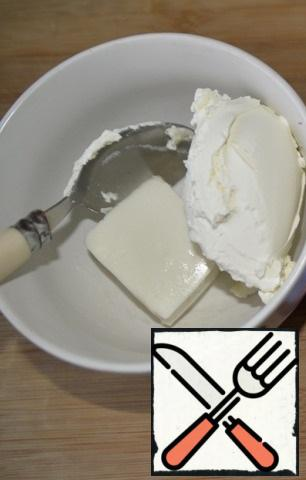 Preparing the filling. Mix cottage cheese and feta, I have cottage cheese. Knead with a fork.