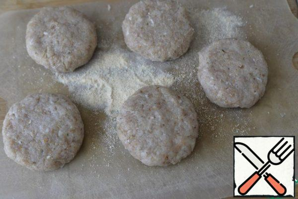"""We form a """"cutlet"""" of a round or oval shape, roll it in breadcrumbs."""