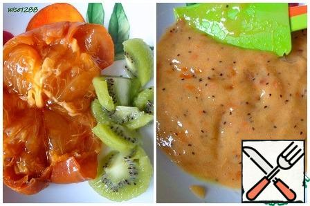 Peel the persimmon and kiwi and turn it into a puree.