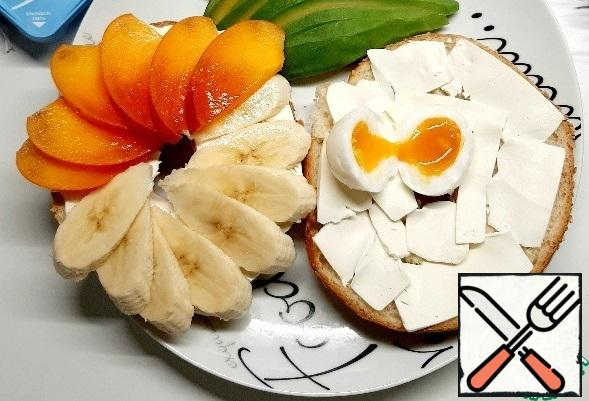 Peel the eggs and cut them in half. That's it! A good mood is guaranteed!