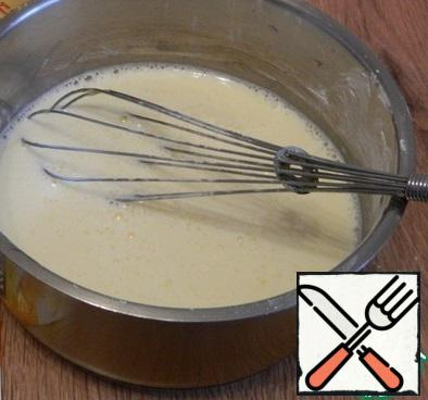 In a saucepan with a thick bottom, put two yolks, starch and sugar, add 300 ml of milk and mix well.