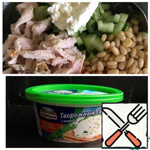 Cut the turkey into medium cubes. Add salt, mayonnaise, cottage cheese and nuts. Mix the salad.