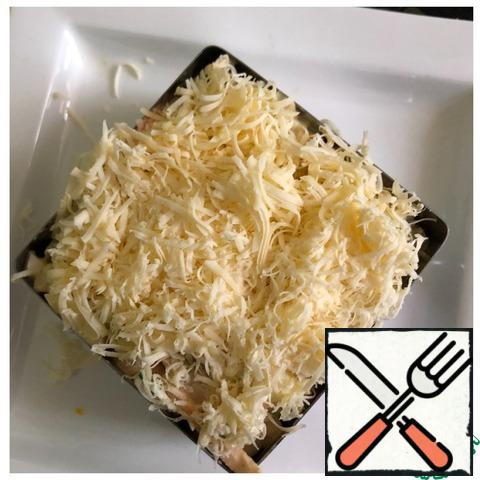 In a split form for salad, put the salad, sprinkle with grated cheese on a fine grater. Remove the ring and place the breadsticks around the circumference of the salad.