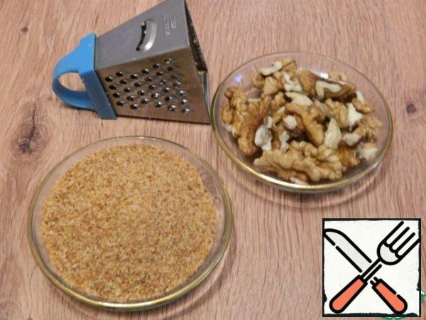 Let's prepare bread crumbs and walnuts.
