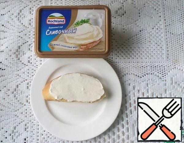 Spread the baguette pieces with cream cheese.