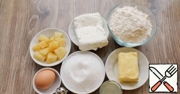 Prepare all the ingredients you need to make the curd and pineapple shortbread cake.
