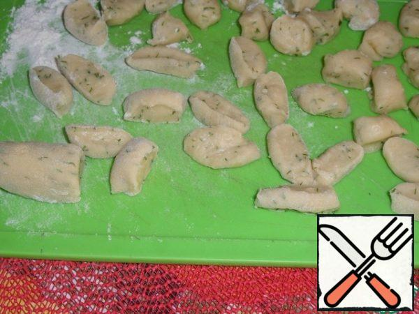 "Make a ""sausage"" out of the dough and cut into pieces. The dumplings are ready."