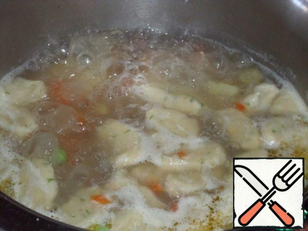 The soup is ready. Remove the pan from the heat.