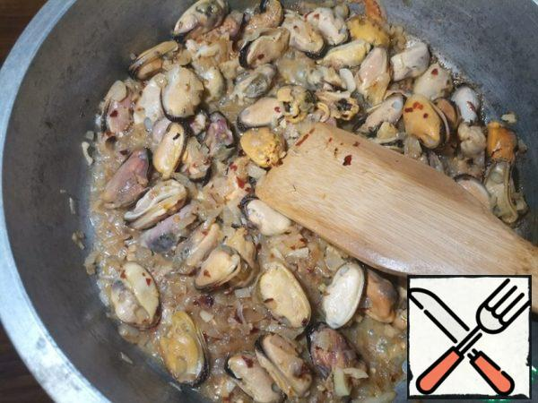 Add peeled mussels, cover and simmer for 3-4 minutes.