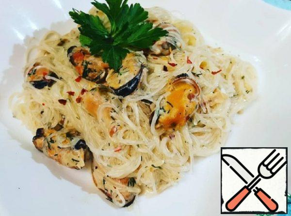 Funchoza with Mussels in a Creamy Cheese Sauce Recipe