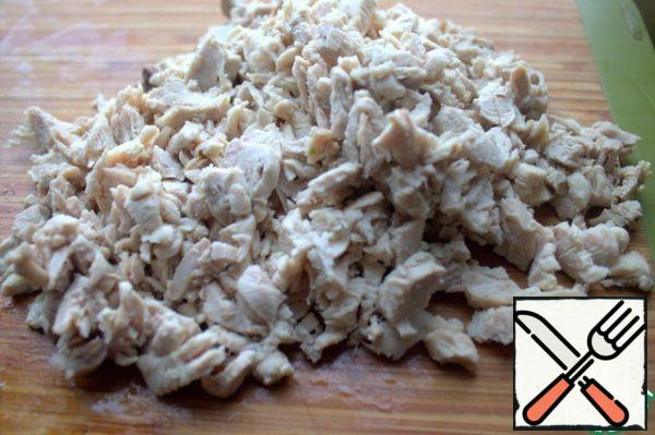 Finely chop the chicken meat.