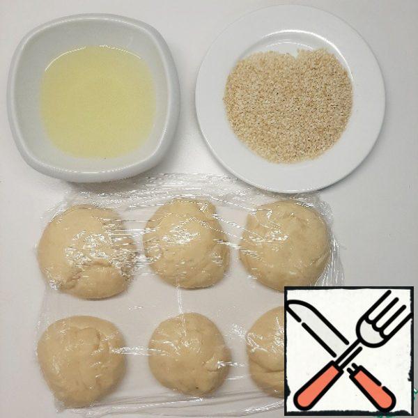 Then dip each piece in honey water (30 ml of water+honey), roll in sesame seeds.